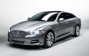 112_0907_13z+2010_jaguar_XJ+front_three_quarters_view